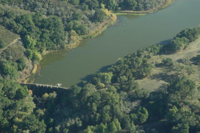 シアーズビル・ダムと貯水池の空中写真。Photo: Matt Stoecker