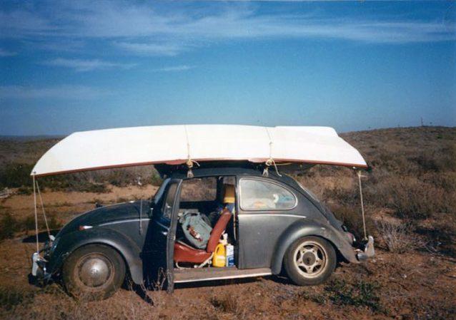 荷物満載の最初のフォルクスワーゲン・ビートル。Photo: Joe Curren