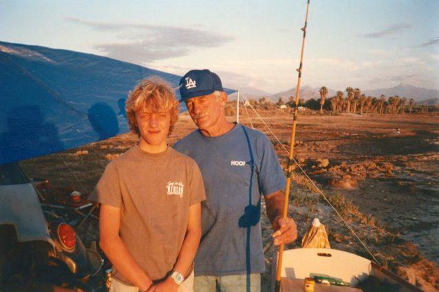 太平洋沿岸での父と14歳の僕。Photo: John Elwell