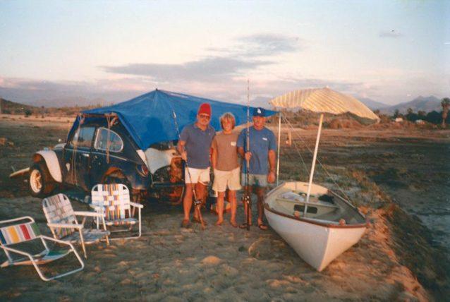 太平洋沿岸の父と旧友のジョン・エルウェル。Photo: John Elwell
