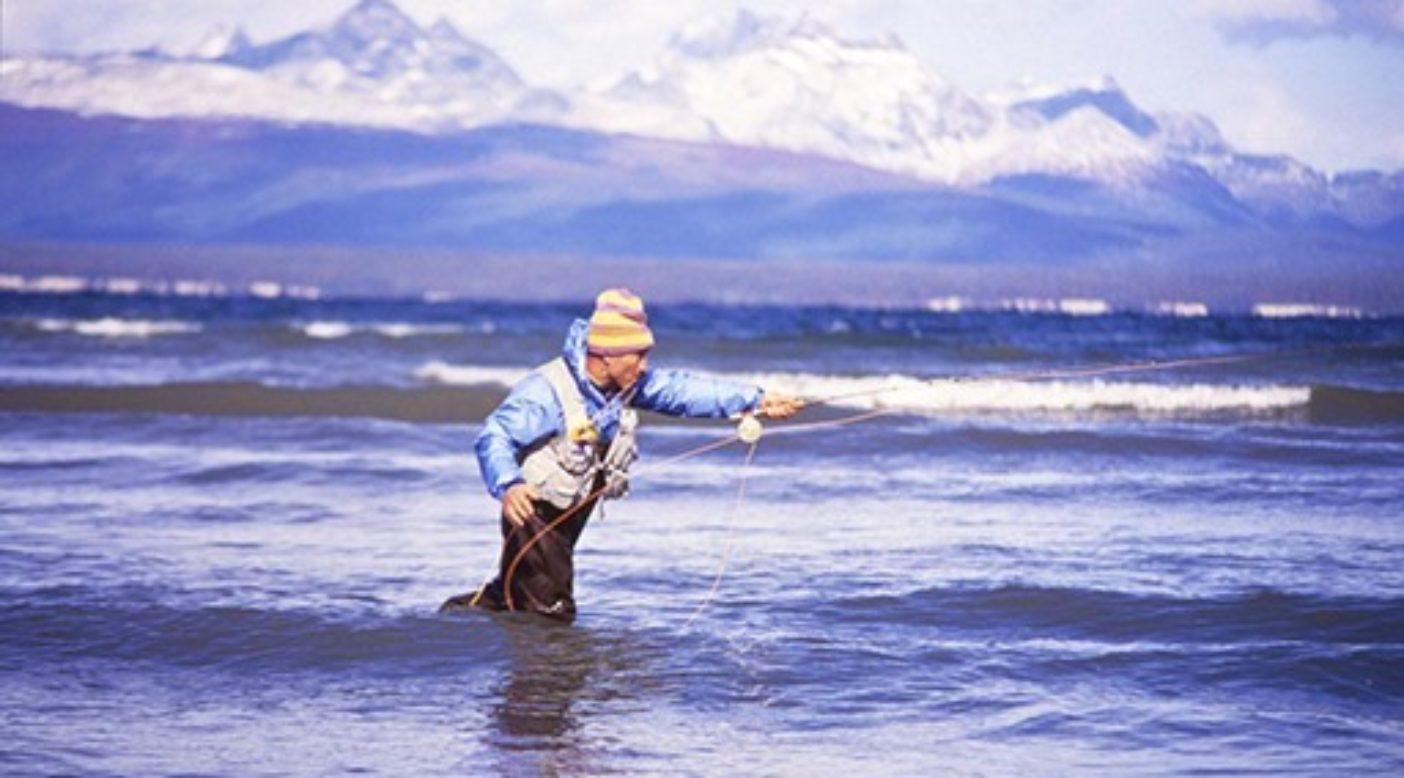 ティエラ・デル・フエゴでラインを投げる。アルゼンチン。Photo: Doug Tompkins