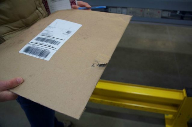 サービスセンターから出荷される前にすでにこうした問題が発生。Photo: Nellie Cohen