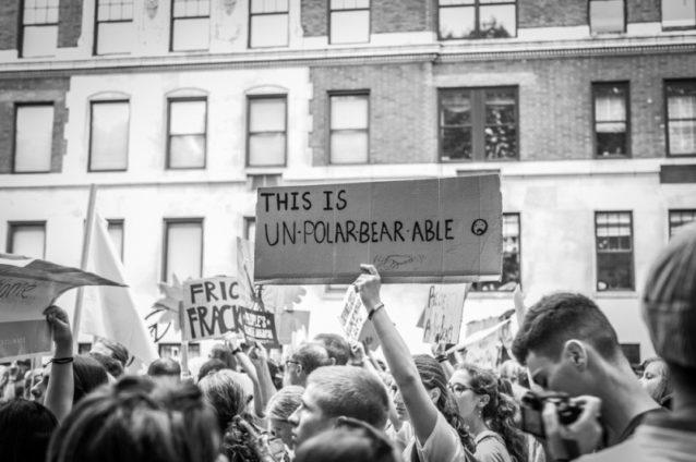 パタゴニアが気候デモ行進に参加