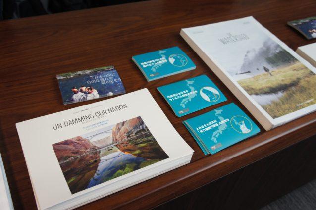 マット・シュテッカーのインタビュー記事が掲載されている『THE USUAL』誌。インタビュー記事(日本語)は全国のパタゴニア直営店でも配布中。写真:パタゴニア日本支社