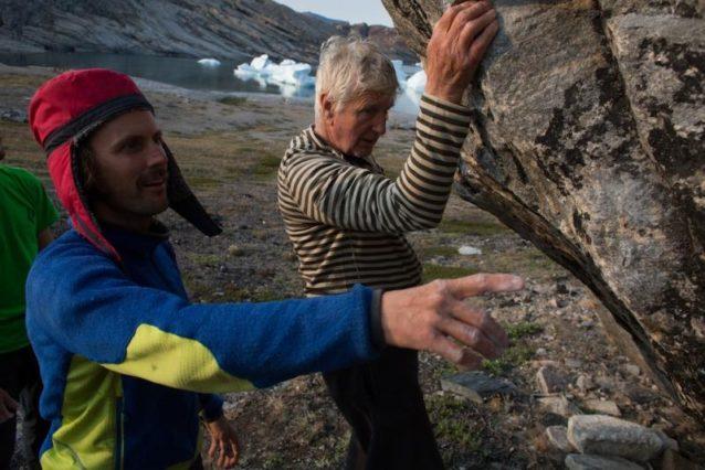 「ボブ、このヒールフックが使えるよ」 ボルダリングの新たな課題に取り組むボブ船長。写真提供:ワイルドな一団