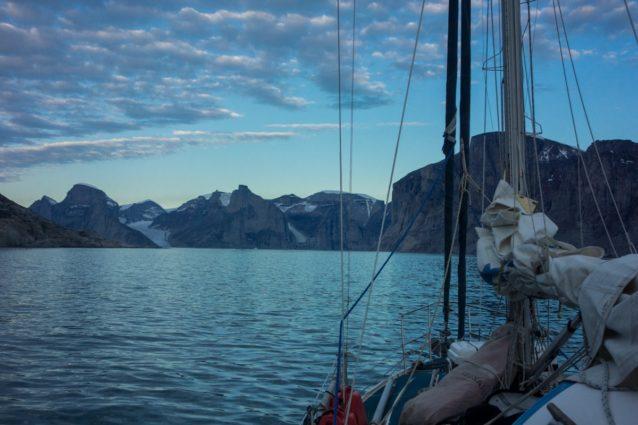 叢氷が溶けるのを待ちながらグリーンランドで1か月過ごしたあと、約束の地であるサム・フォード・フィヨルドに到着。写真提供:ワイルドな一団