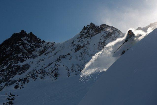 この日、最後の仕上げ。カナダ、ブリティッシュ・コロンビア州のジャンボ峠を滑るリア・エバンス。Photo:Garrett Grove