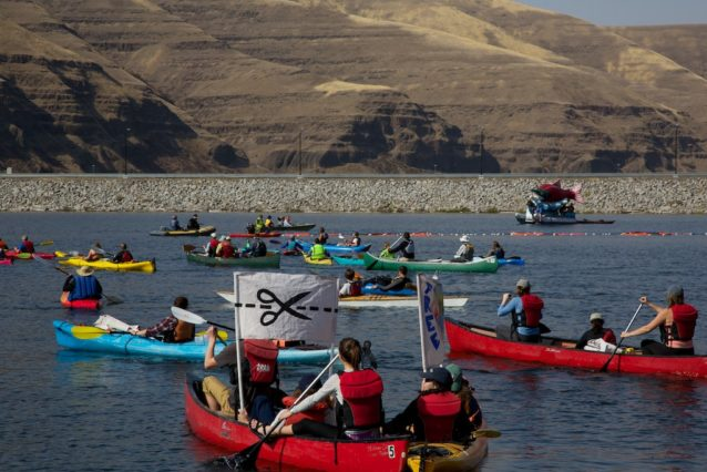 船団がローワー・グラネット・ダムに到着。Photo: Matt Stoecker