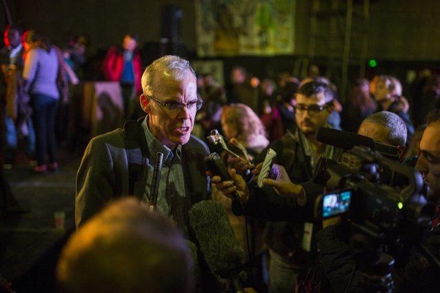 メディアの質問に答える〈350.org〉の創始者ビル・マッキベン。Photo:Kodiak Greenwood