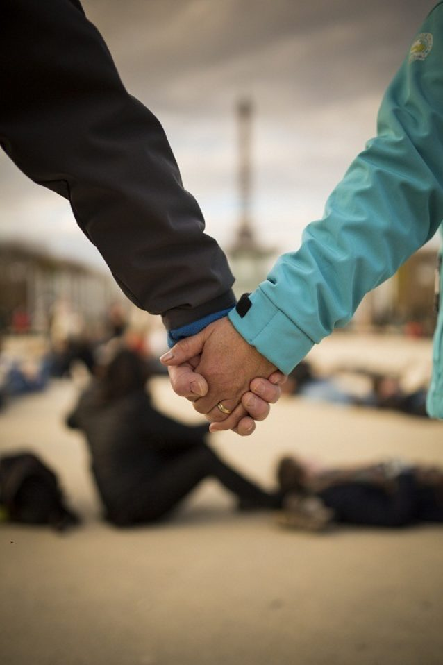 COP21のローラン・ファビウス議長とチームが夜遅くの交渉を統括。Photo: Kodiak Greenwood