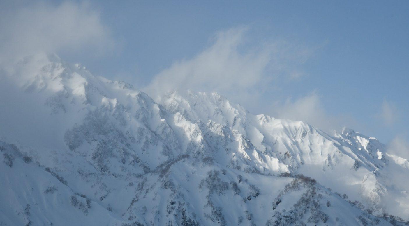 八方より白馬三山。写真:松岡祥子