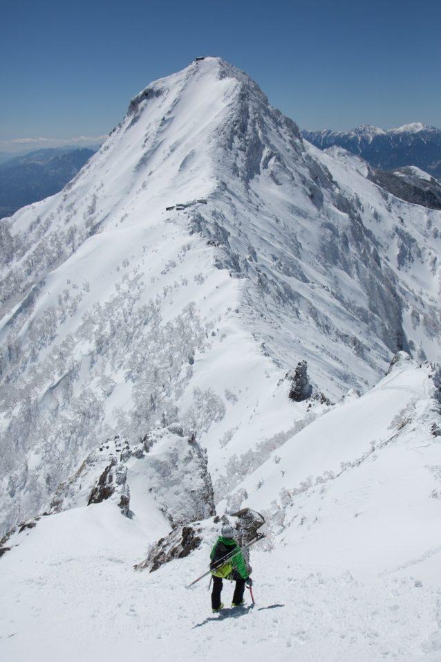 八ヶ岳赤岳を臨む。写真:松岡祥子