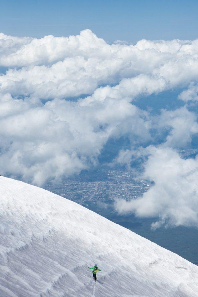 富士山吉田大沢から小御岳流しへ。写真:松岡祥子