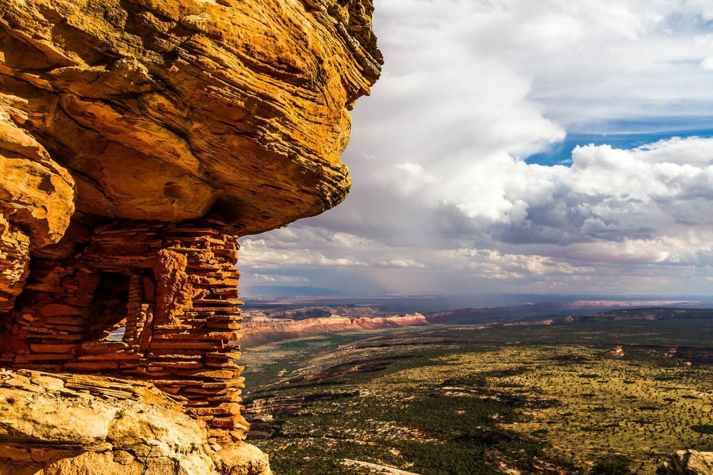 アメリカ先住民族は長いあいだベアーズ・イヤーズ地域を故郷とし、保護されるべき美しく繊細な歴史を築いてきた。Photo: Josh Ewing
