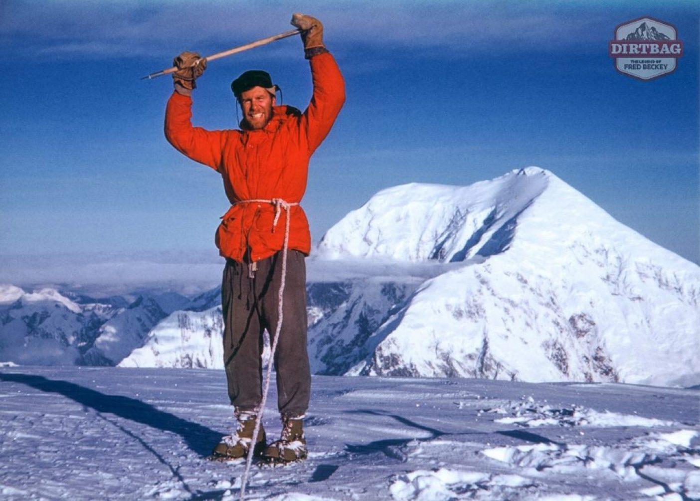 1954年べグーヤ(マウント・ハンター)の頂上でのフレッド。デナリ国立公園、アラスカ  Photo: Fred Beckey Collection