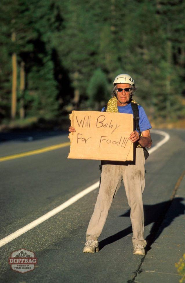 カリフォルニア州レイク・タホのラバーズ・リープ付近のハイウェイ50の脇でヒッチハイクするフレッド。 Photo: Corey Rich