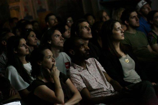 パタゴニア・ソーホー店で熱心に聞き入る聴衆。Photo: Zach Mason