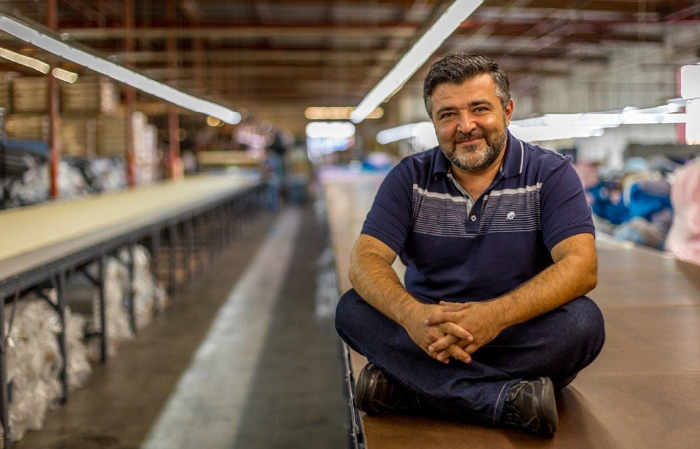 パタゴニアのTシャツを作るカリフォルニア州ロサンゼルスのネイチャーUSAの社員は、1〜2週間分の給与に相当するボーナスとして配分することに投票した。写真:Tim Davis