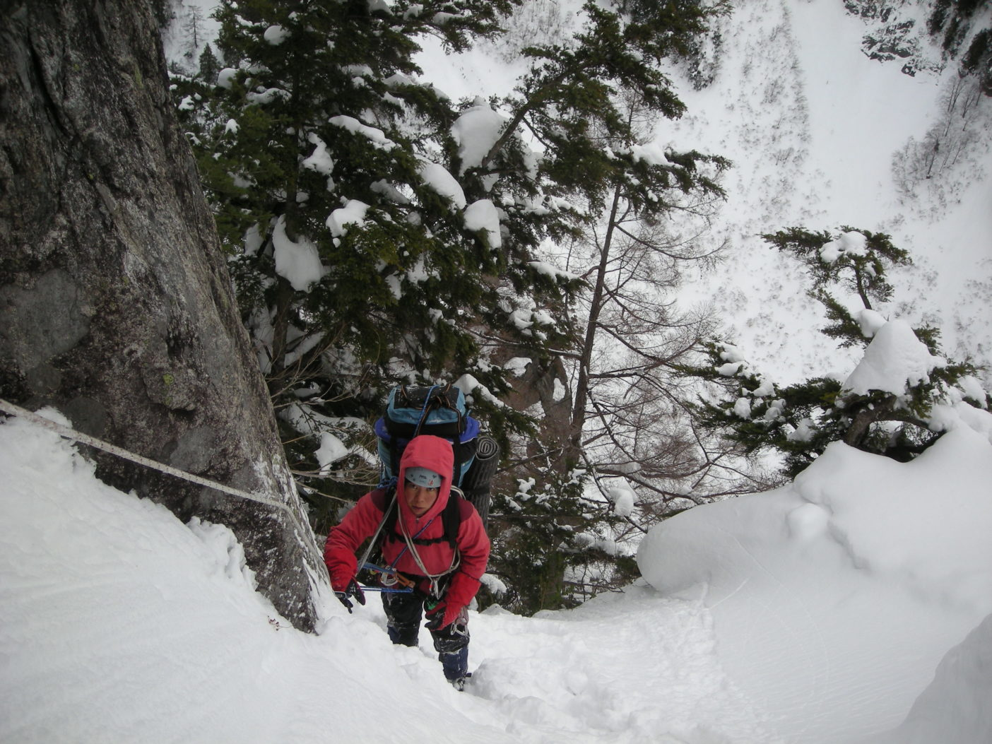黒部丸山東壁、黒部横断挑戦中。2010年1月 写真:鈴木啓紀