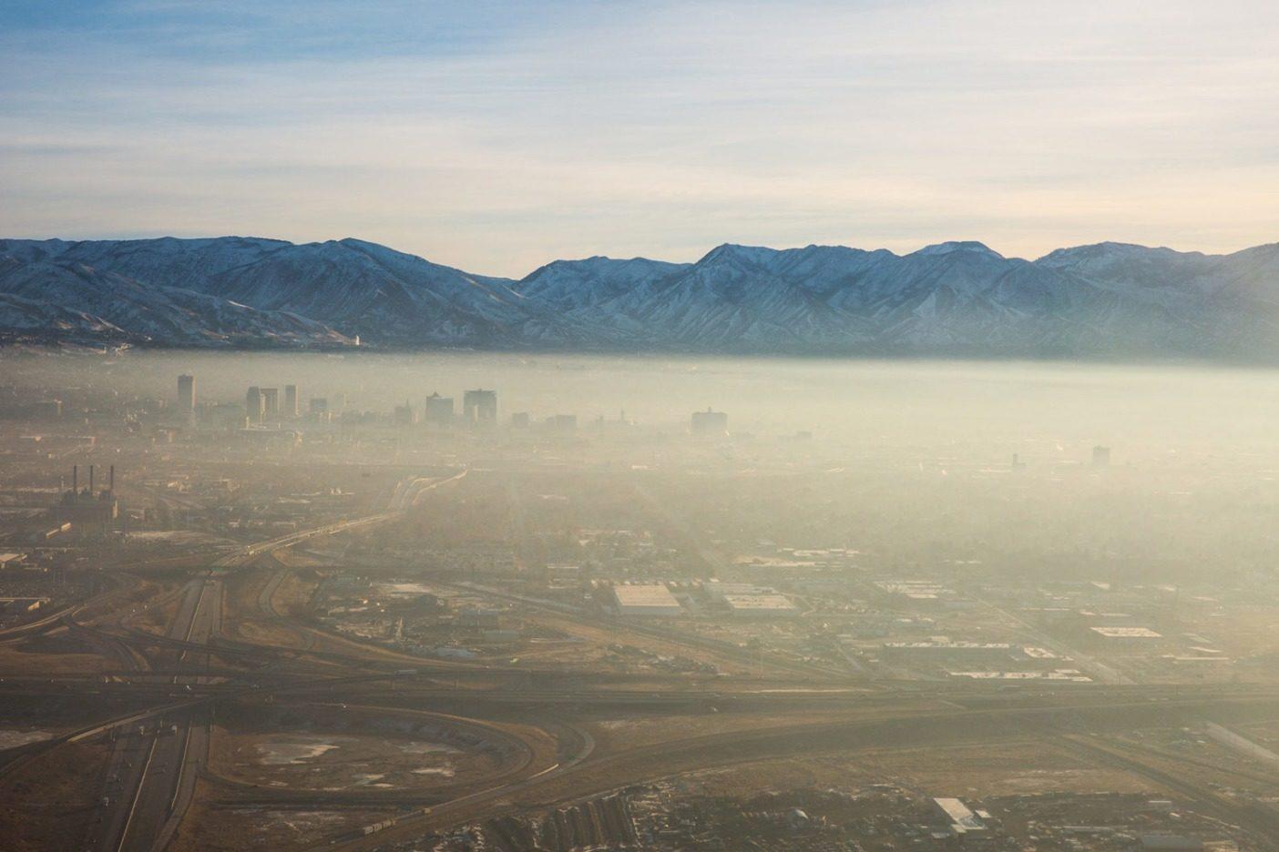 スモッグの日のソルトレイク・シティはこんな感じ。Photo: Andrew Burr