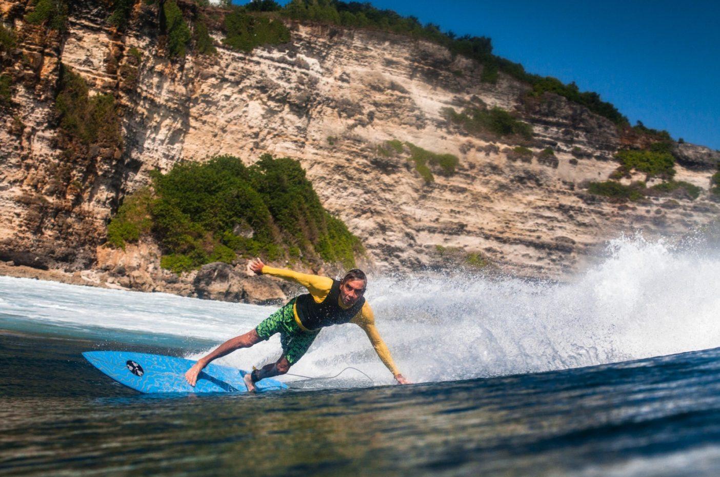 変われば、変わるほど、同じ状態が保たれる。2015年にウルワツでサーフィンをするジェリー。Photo: Tommy Schultz