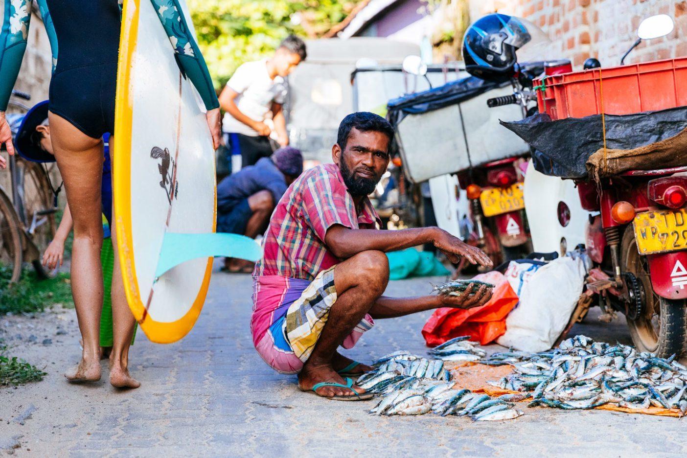 朝の漁から帰ってきた地元の漁師。Photo: Jarrah Lynch