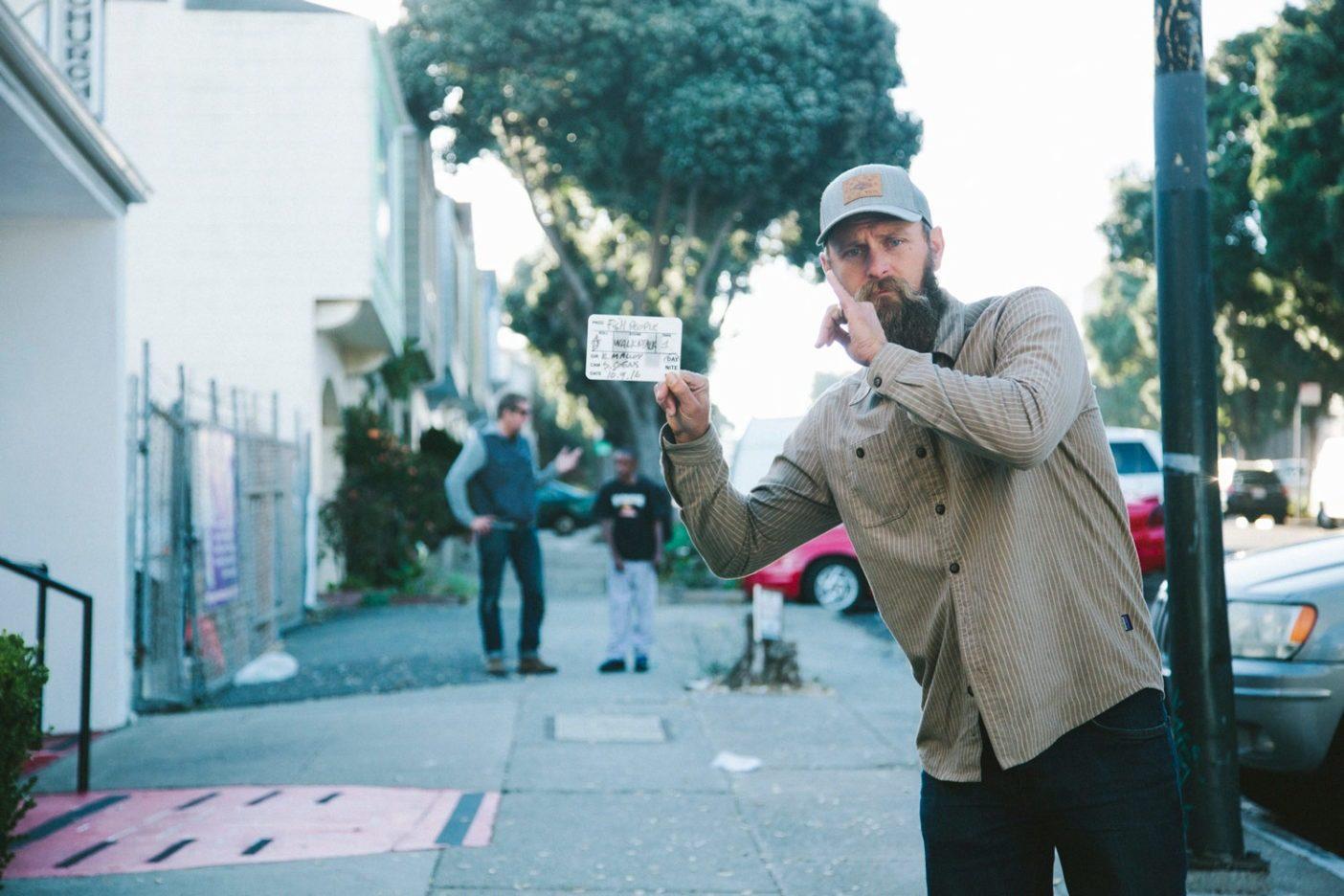 『フィッシュピープル』の監督として撮影現場に立つキース・マロイ。Photo: Donnie Hedden
