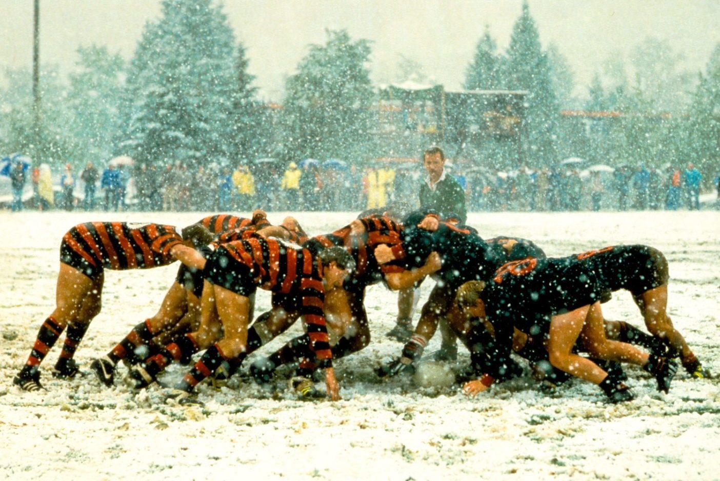 1970年のスコットランドへの冬のクライミング旅行で、ロッククライミングに適していると考えたパタゴニアの創業者イヴォン・シュイナードは、正規のラグビー・シャツを購入した。Photo: John Russell