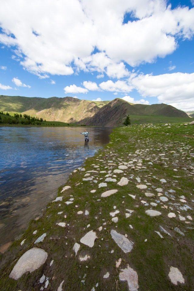 川岸に平たく横たわる石畳は、洪水が作り上げたほぼ完璧な広場。Photo: Andrew Burr
