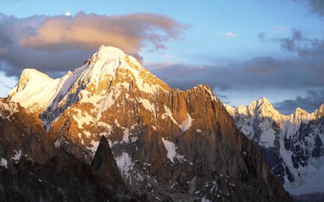 サンパチ:登りつづける者たちへの賛歌