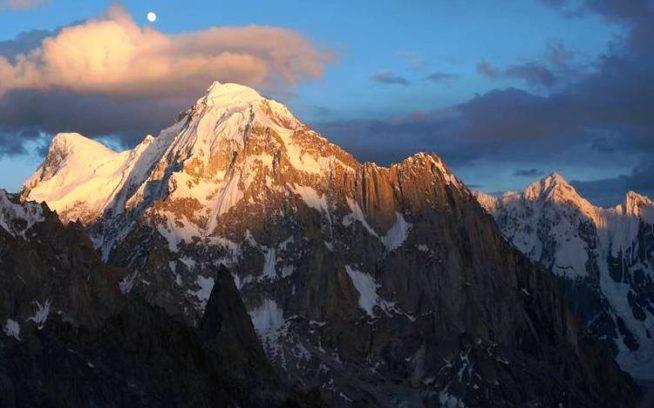 Badal PeakからK7 Westへとつづく長大な山稜。写真:増本亮