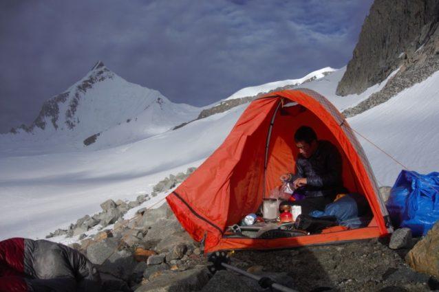 高所順応は周辺の6000メートル峰で行なった。写真:長門敬明