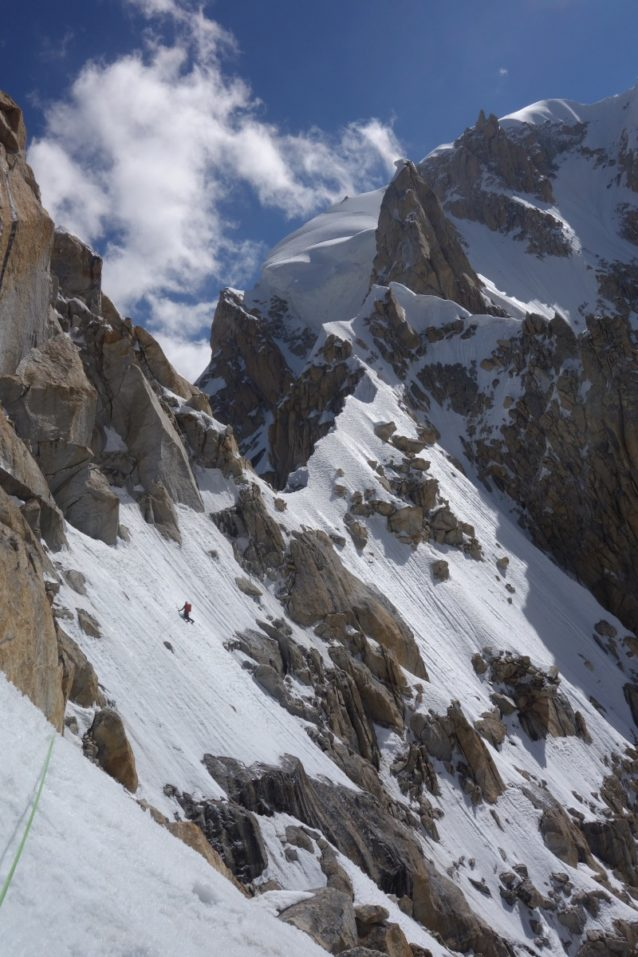 Badal Peakから先は一転、長大かつ複雑な雪と氷のリッジをたどる。写真:長門敬明