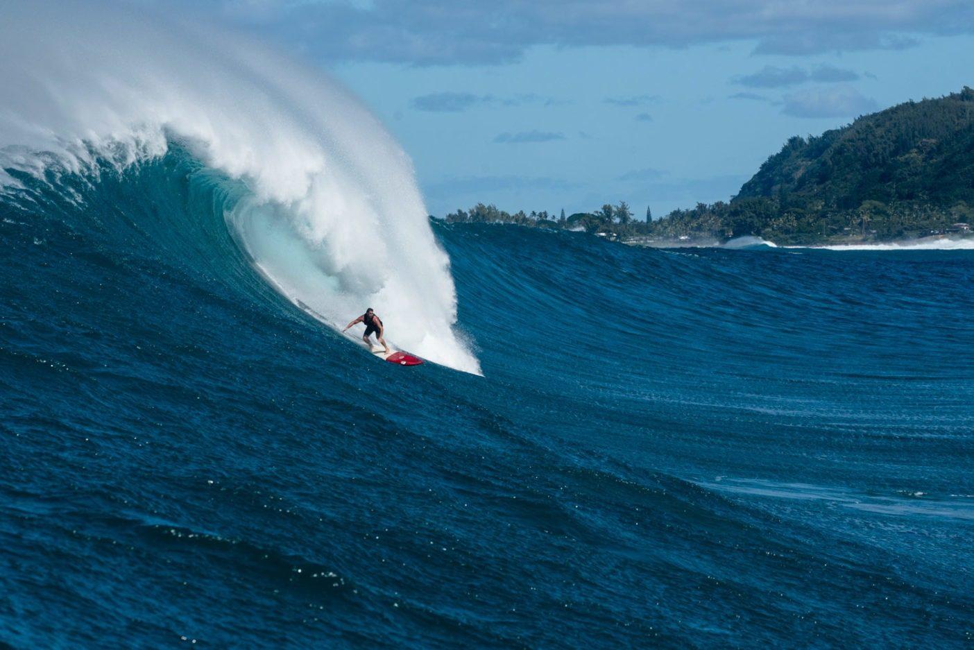 波が大きくなると木工仕事は後回し。ハワイ州オアフ島のノースショアにて。Photo: Juan Luis de Heeckeren