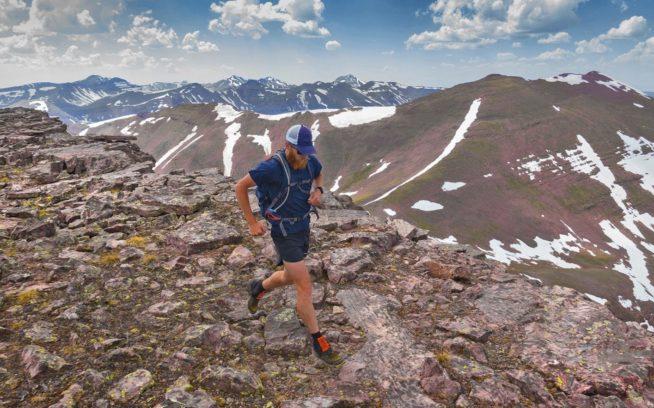 ウインタ・トラバースでの13時間目、走ることのできる地形への感謝の気持ちを経験するルーク・ネルソン。ユタ州 写真:Jared Campbell