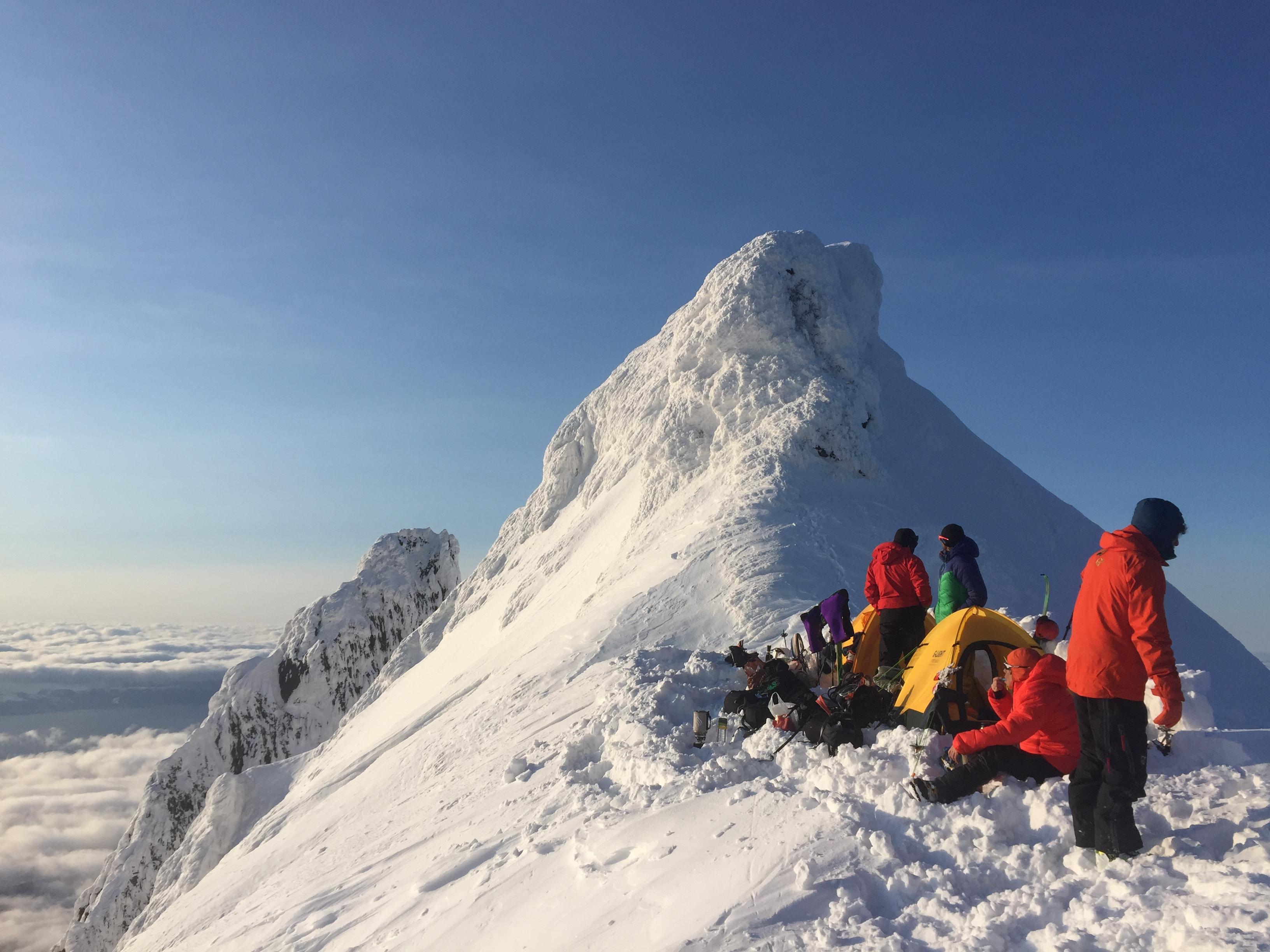 南稜ピークのテン場。 写真:狩野恭一