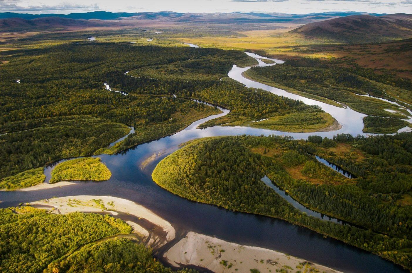 ヌシャガク川の航空写真。ペブルマインはブリストル湾に流れ込む8つの主要な河川の2つであるヌシャガクとキヴィチャック川の源流に位置することになる。写真:Ryan Peterson