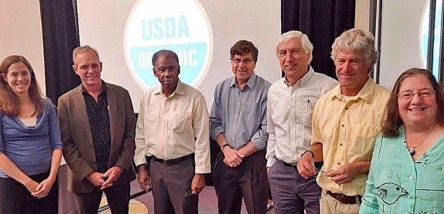 オーガニック農業保護に立ち上がったNOSB会員、ソイル・セブンの面々。エミリー・オークリー、デーヴ・モーテンセン、ジェシー・ブイー、ダン・サイツ、フランシス・シック、スティーブ・エラ、ハリエット・ベハー