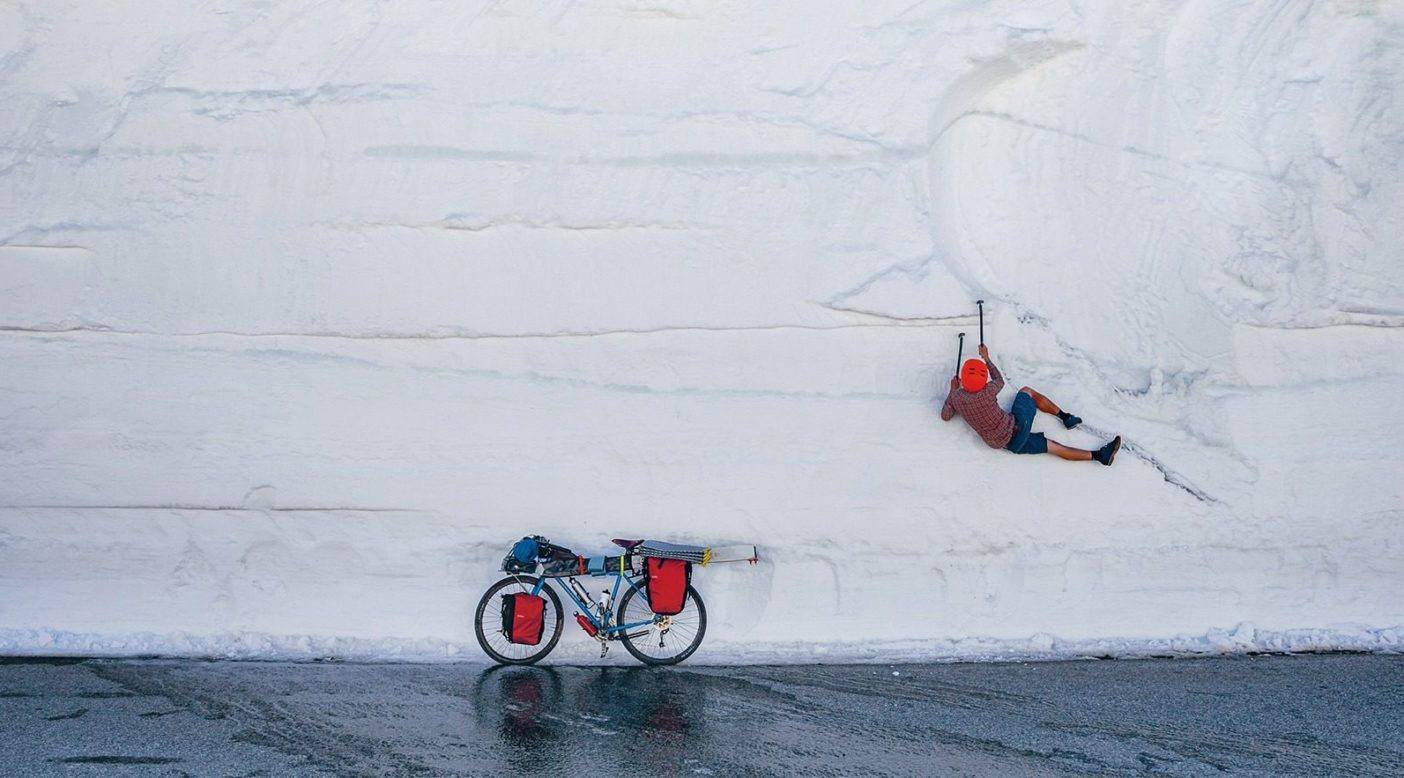 涼むのに適した場所を選ぶエリック・ポラード。カリフォルニア州バージニア・レイクス Photo: Andrew Miller