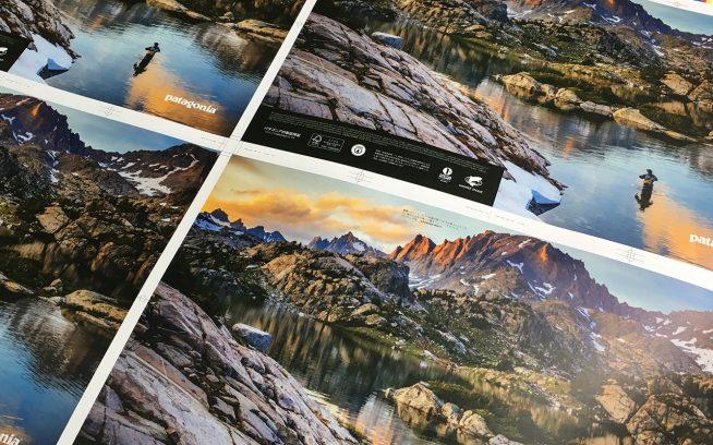 美しく刷り上ったばかりのFishing 2018 Lookbook。写真:パタゴニア日本支社