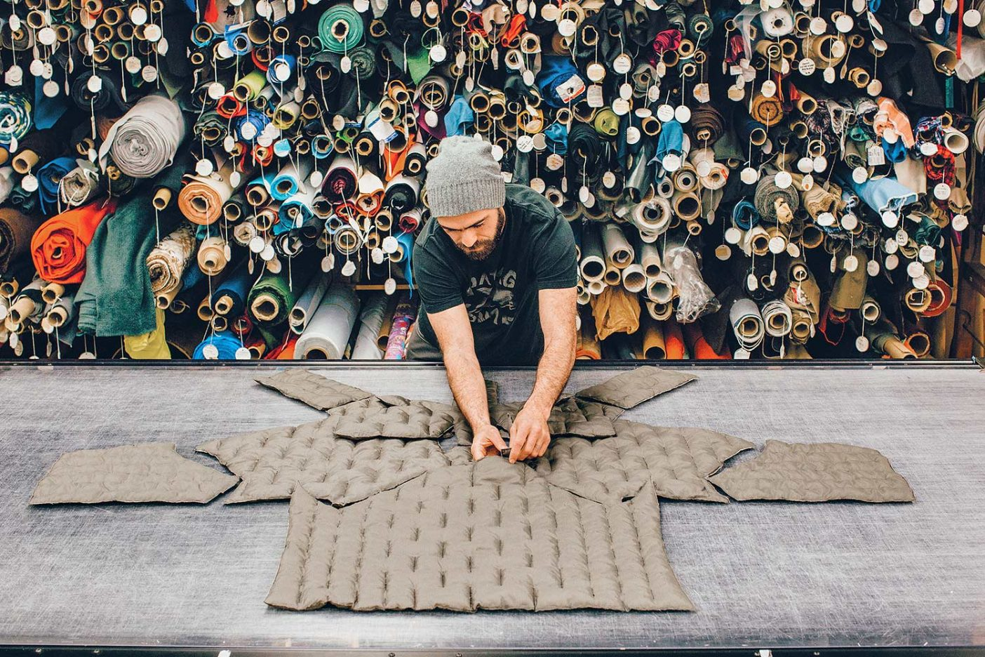 初期の試作品を開発するシニア製品デザイナーのクリスチャン・レジスター。 Photo: Kyle Sparks
