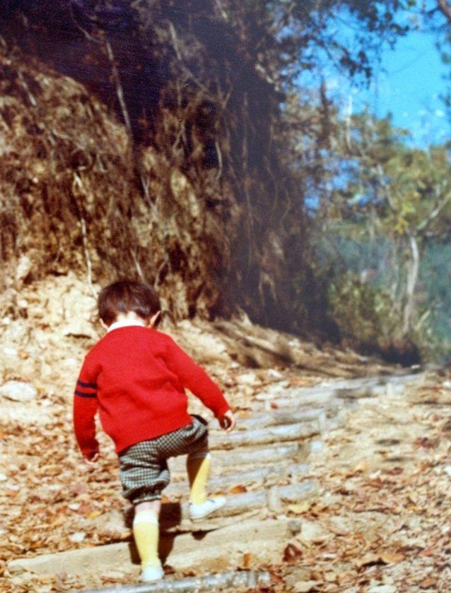 山登りををはじめたおそらく3歳ごろの写真。神戸で生まれ育ったので、もっぱら神戸の裏山、摩耶山や六甲山に登った。