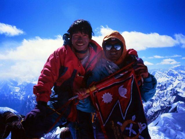 ラトナチュリ(7035m)山頂にて。大学2年生の秋、20歳。これが初めてのヒマラヤの経験で、これがいまに続いている。