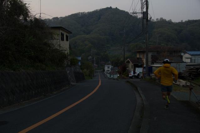 朝のまだ薄暗く街が静まりかえっている時間に家を出るのが日課。