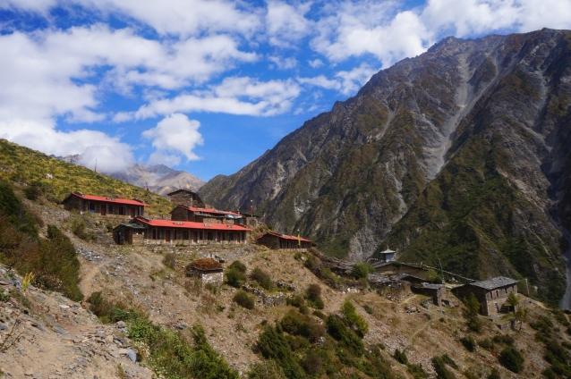 標高3,700メートルを超える山あいに佇むムグンバ寺院。写真:福田倫史