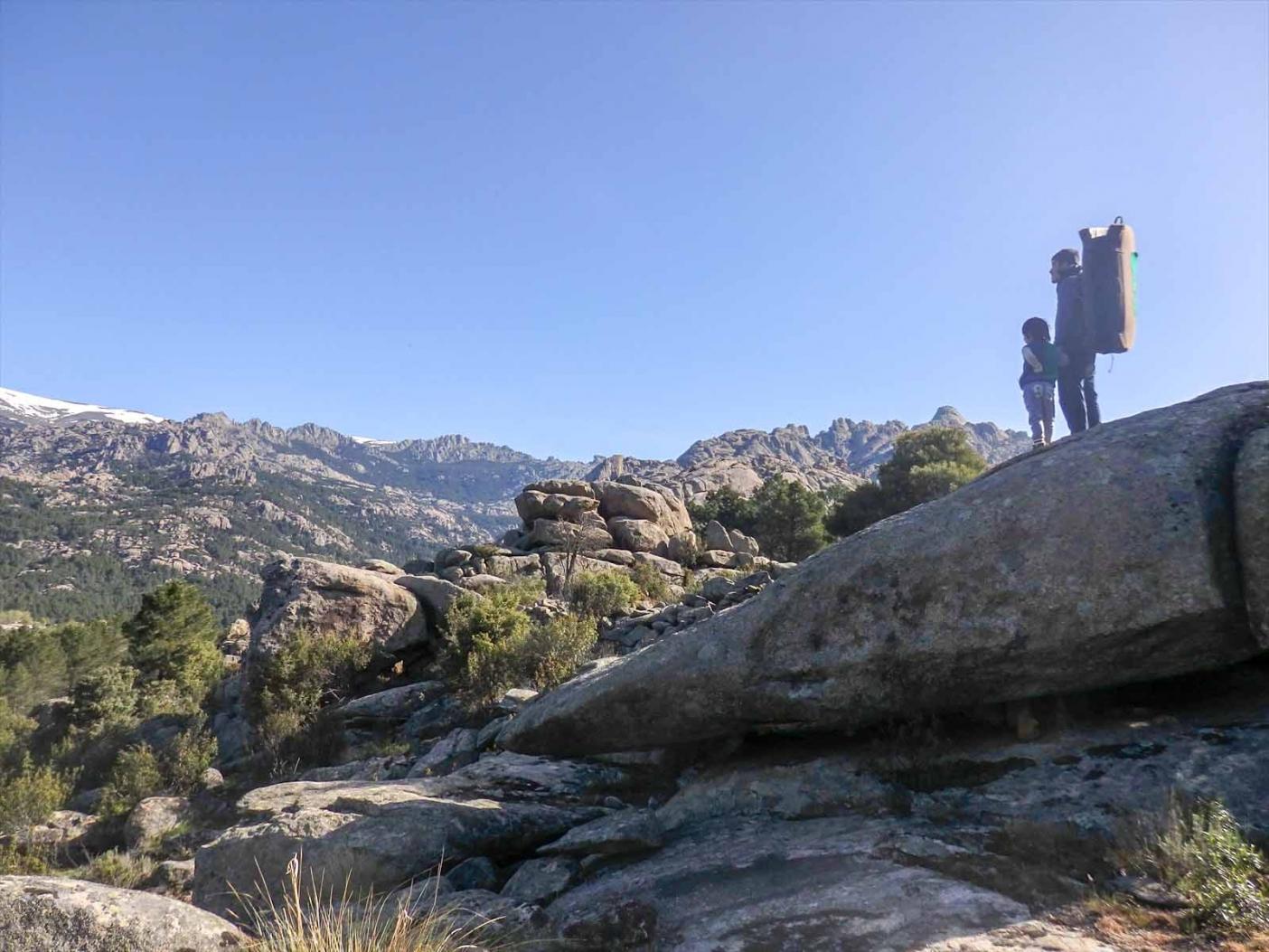 無限に広がるペドリーサの花崗岩。写真:横山勝丘
