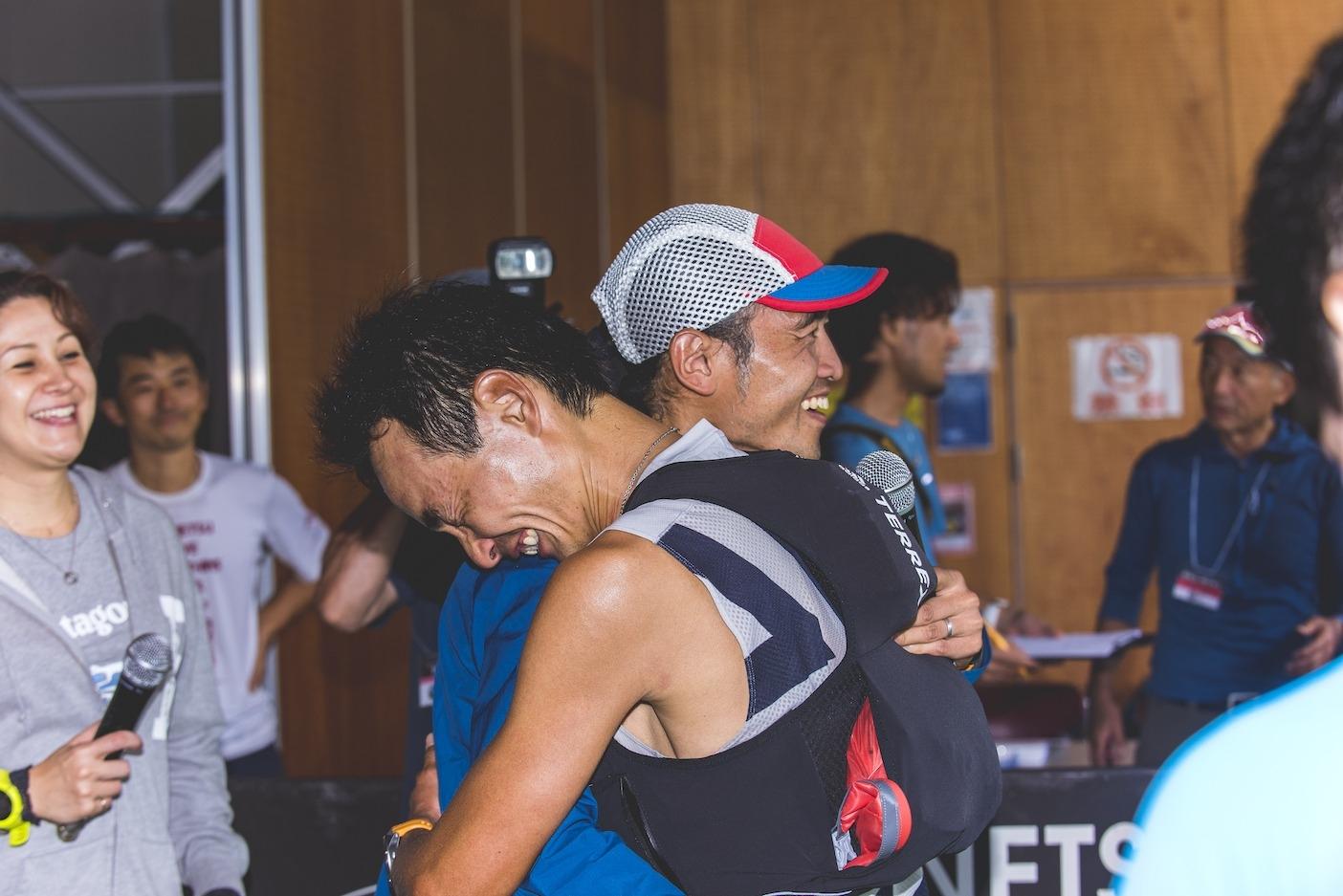 100マイル男子優勝者、奥宮俊祐ゴールの瞬間。