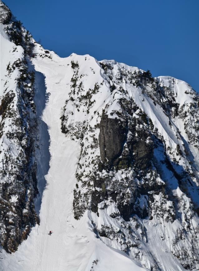 四ルンゼを初滑走中の島田和彦。Photo: AO
