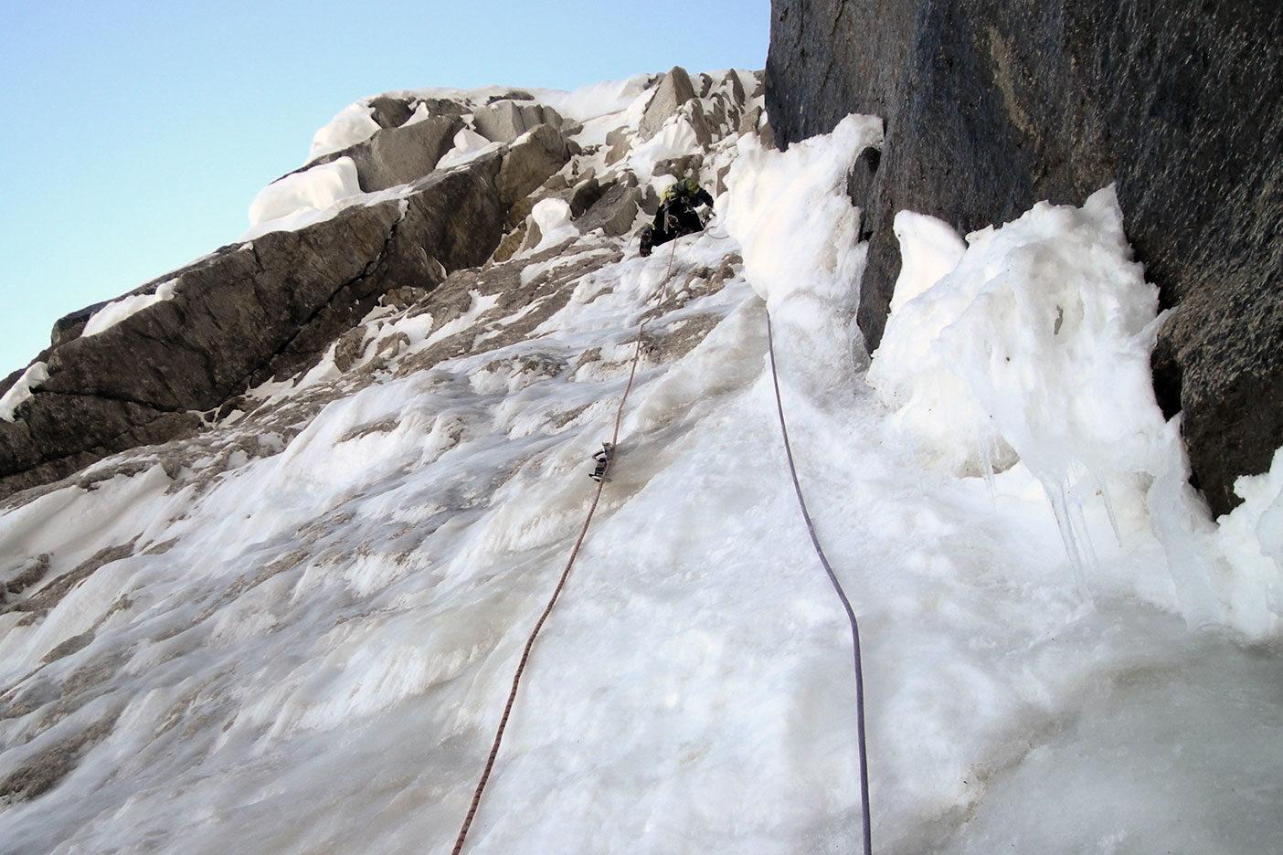 アラスカルース氷河でのクライミング photo: kei taniguchi