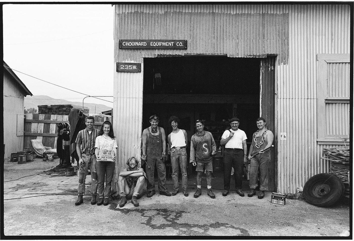 1966年当時のシュイナード・イクイップメント社の社員たち。カリフォルニア州ベンチュラ Photo: Tom Frost